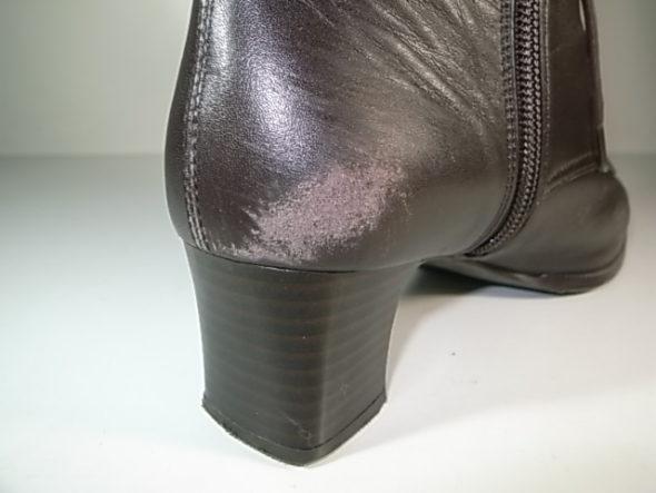 靴のクリーニングとかかと補色