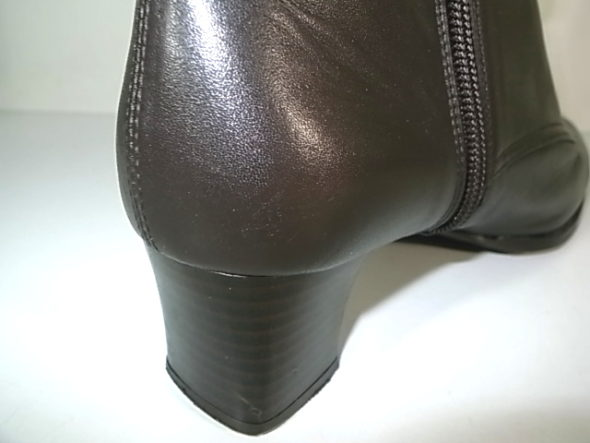靴のクリーニングとかかと補色-作業後
