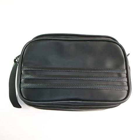 アディダスの黒いバッグ