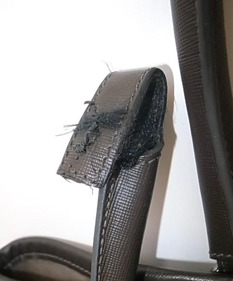 鞄のハンドルの付け根修理前