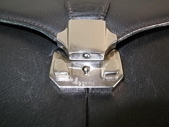 鞄のロックつまみの再生修理