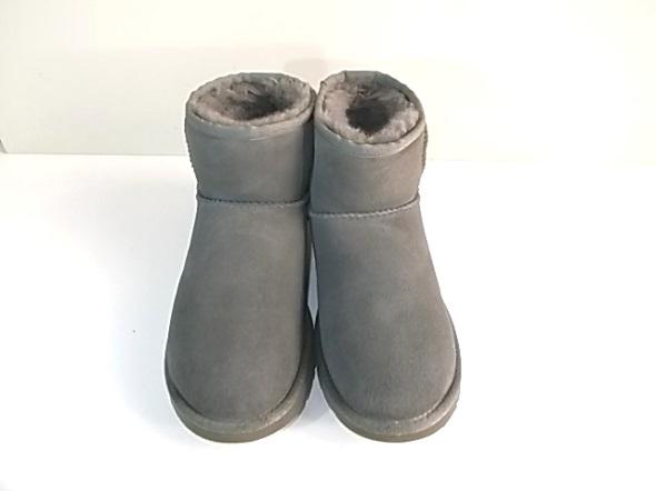 シミをクリーニングしたブーツ