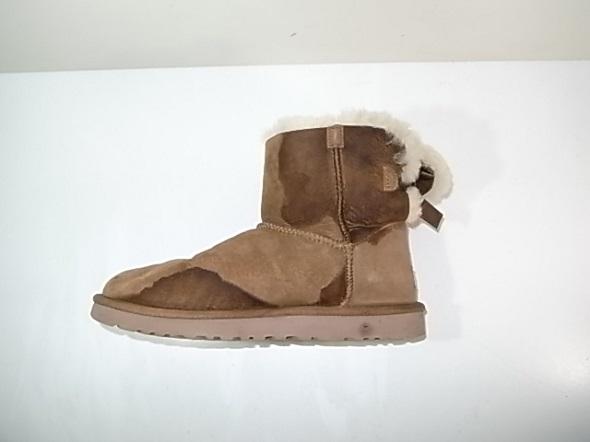 UGGのブーツに付いた水染み
