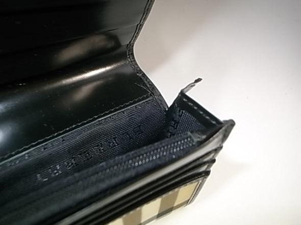 財布のマチが切れた部分