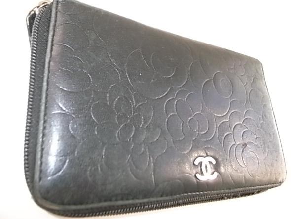 シャネルの黒い長財布