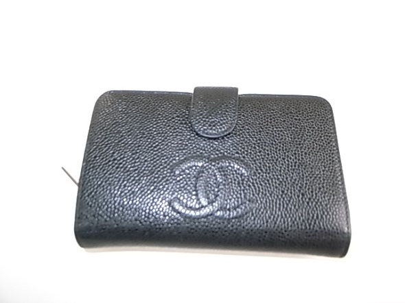 シャネルの二つ折り財布