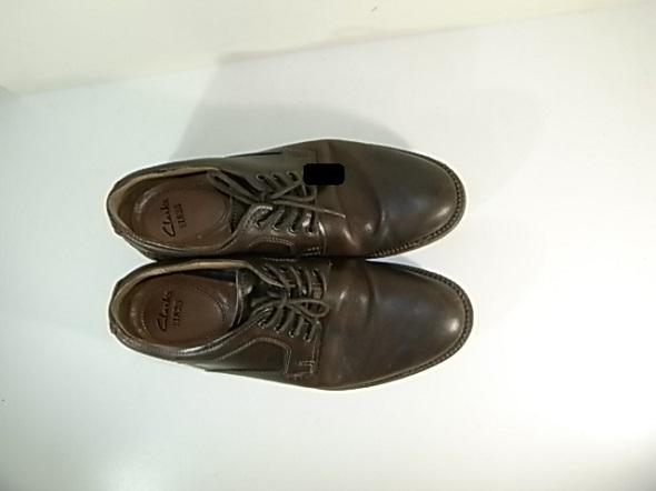クラークスの革靴