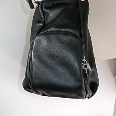 鞄の角も補色