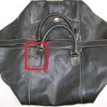 赤枠が付いた鞄写真
