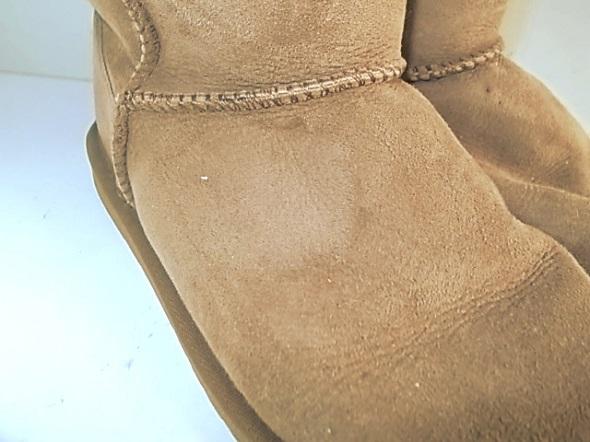 emuのブーツの染み