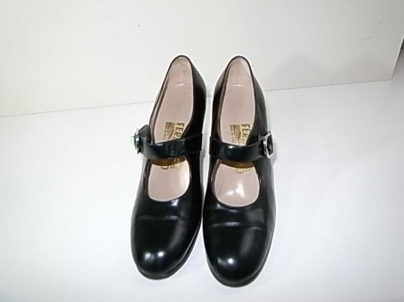 フェラガモのストラップ靴