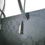 グッチの黒いバッグ修理