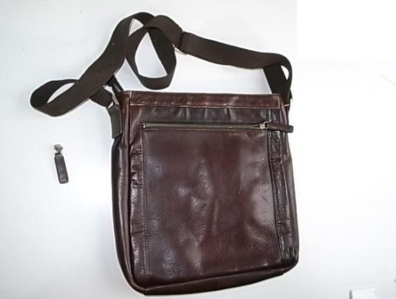 革の肩掛け鞄