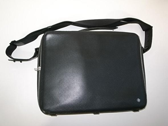 ダンヒルのショルダー付鞄