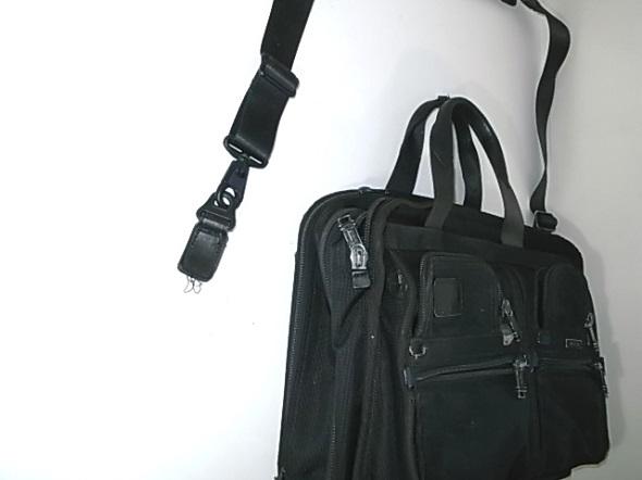 TUMIの鞄のほつれ