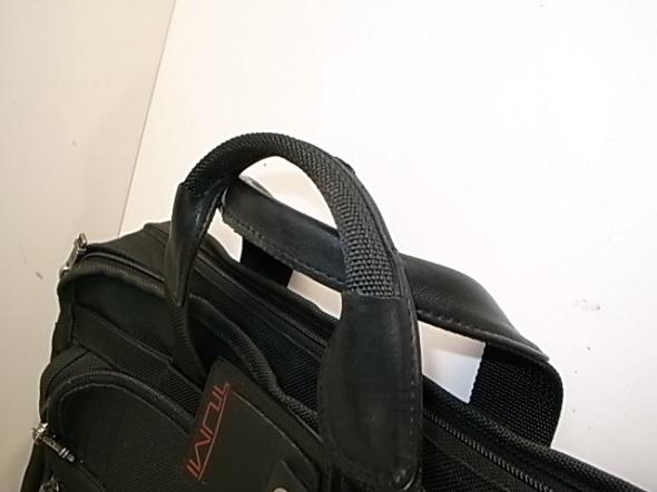 鞄の持ち手に巻かれた革
