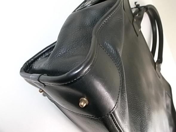鞄の四隅を修理