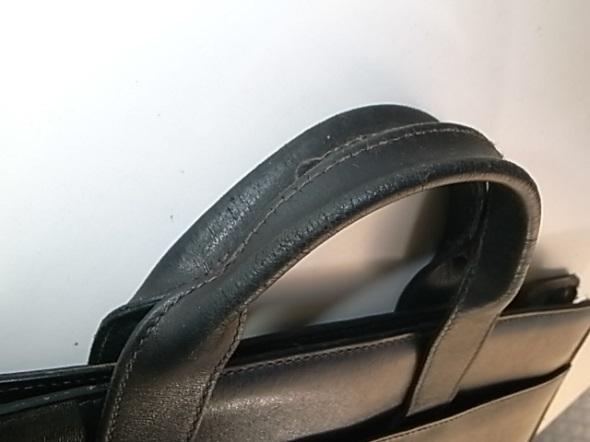 鞄の取っ手の傷み