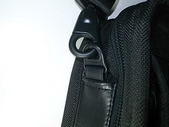 TUMIの鞄の革交換