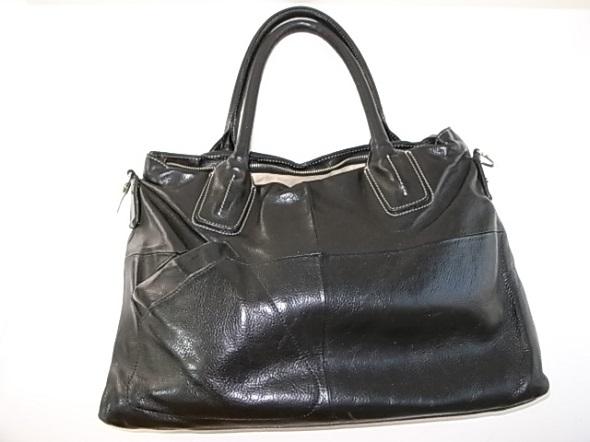 黒い革の鞄