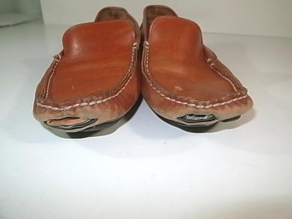 靴のつま先破れ