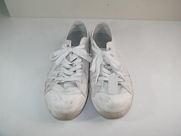 白い靴の黒ずみ