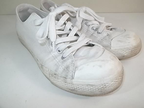 白い靴に付いた汚れ