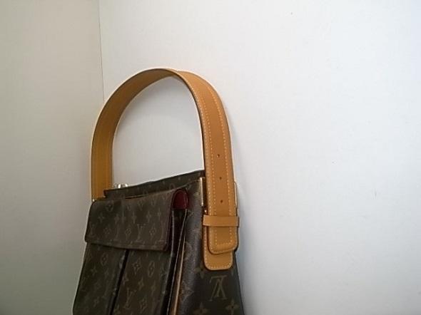 新しいショルダーに交換したバッグ