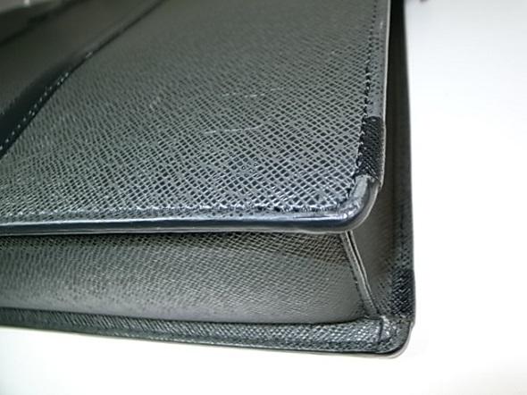 鞄の四隅の修理