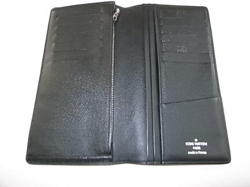 ヴィトンの財布を開いた状態