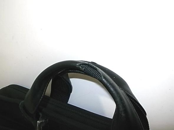 TUMIの持ち手に巻かれている革