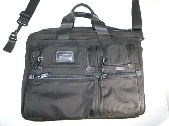 TUMIのショルダー付き鞄