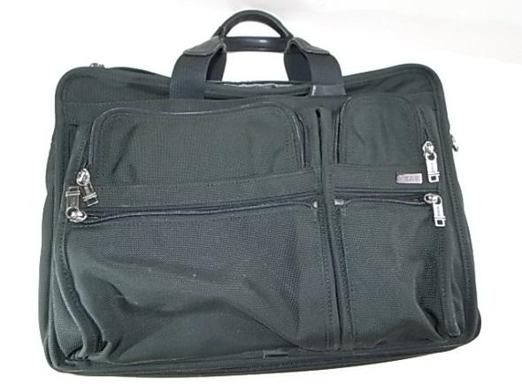TUMIの黒いナイロン鞄