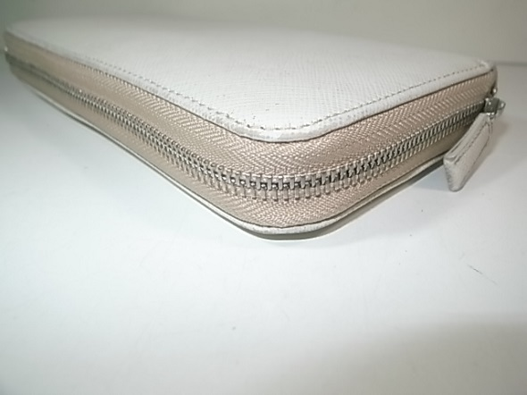 ファスナー交換したプラダ財布
