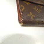 折り曲げる所が傷んだ財布