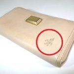 財布に残ったシール跡