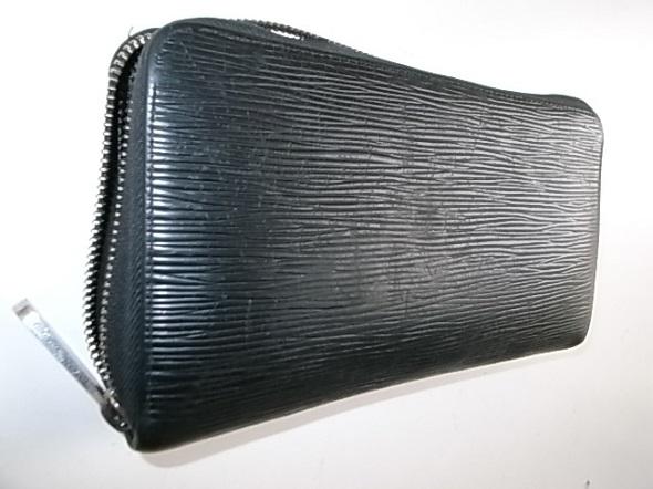 ヴィトンのエピの長財布