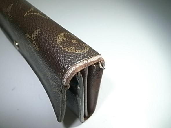 財布の折り曲げ部分のほつれ