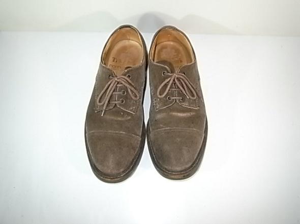 トリッカーズのスエード靴