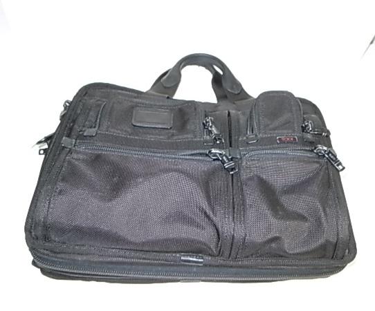 TUMIの黒いブリーフケース
