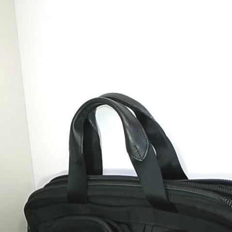 革を巻き直した鞄の持ち手