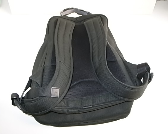 TUMIのナイロンバックパック