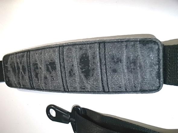 TUMIの鞄に付属するショルダー