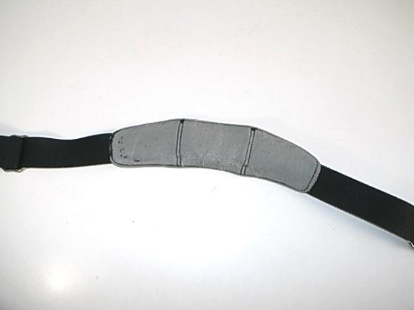 TUMIの肩当て部分