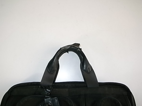 TUMIの持ち手の革