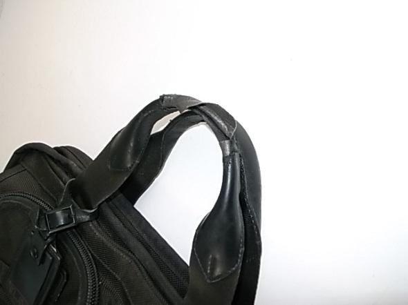 持ち手の革が破れた鞄