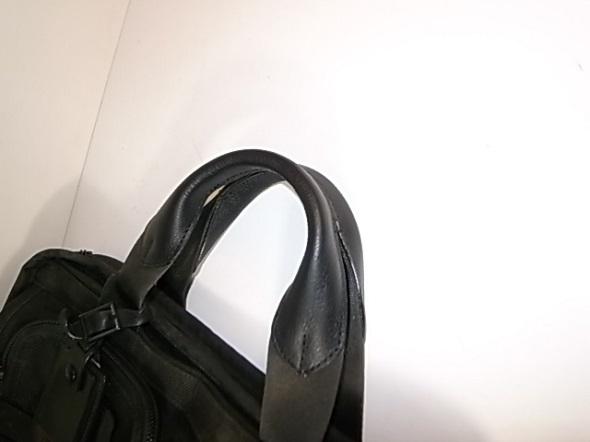 持ち手の革が破れた鞄2