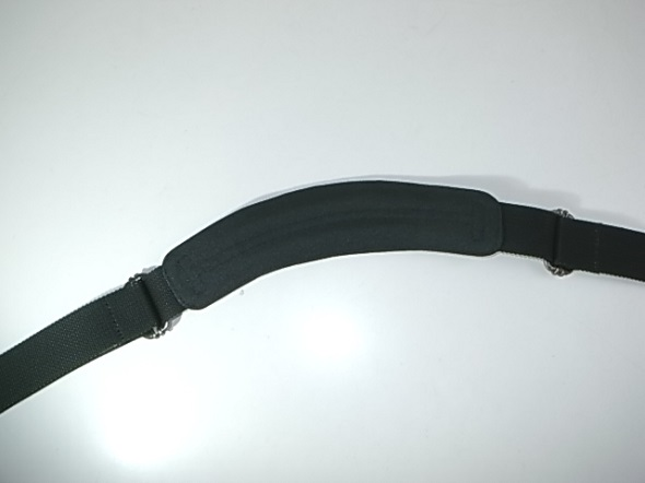 TUMIの肩パッド修理