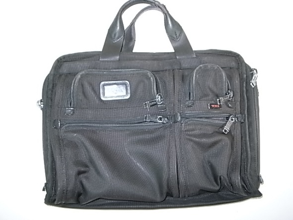 TUMIの黒いビジネス鞄