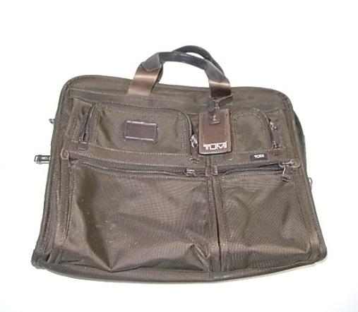 TUMIの濃茶のナイロン鞄
